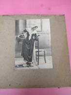 Grde Photo Ancienne Montée Sur Carton/Femme En Costume Folklorique / HOLLANDAISE//Vers1920-1930      PHOTN516 - Reproducciones