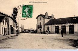 NEUVES - MAISONS  -  La Gare  -  Animation - Neuves Maisons