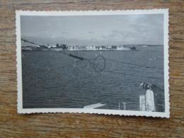 Petite Photo De L'île De Gorée ( Avril 1954 ) Au Large De Dakar Sénégal - Lieux