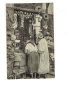 Cpa - Scènes Et Types - Une Boutique Arabe - Cap 1060 - Marchand Panier à Salade Pot Chaise - Plaatsen