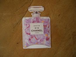Carte Chanel N°19 - Modernes (à Partir De 1961)