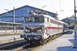 Paris (75 - France) Aout 1978 - La Locomotive CC 40107 En Tête D'une Rame TEE En Gare De Paris Nord - Gares - Avec Trains