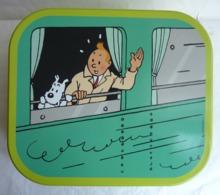 BOITE DELACRE EN METAL TINTIN Et MILOU A LA FENETRE D'UN WAGON - TRAIN - Hergé (2) - Art De La Table