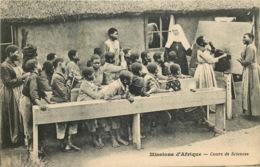 MISSIONS AFRIQUE  Cours De Sciences - Missions