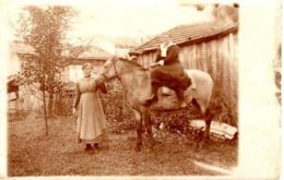 Foto Ak - 2 Frauen Mit Pferd Ca 1930 Reiten Reitstall Unbekannt - Fotografie