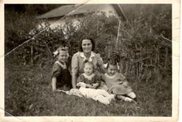 Foto - Frau Mit 4 Kindern Auf Wiese Ca 1940 Bad Aibling Unbekannt - Fotografie