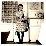 Foto - Hübsches Mädchen Teenie In Tracht In Der Küche Ca 1950 - Fotografie
