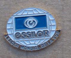 Pin's Marques 011, Opticien - Lunettes Essilor - Marcas Registradas