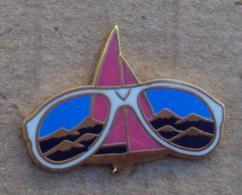 Pin's Marques 025, Opticien - Lunettes Vuarnet - Poulloux Paris - Marcas Registradas