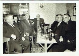 Carte Photo. Buveurs De Bière. .Leuze. Photo Poley. Café à Situer. - Anonymous Persons