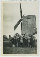 Groupe Devant Un Moulin à Situer. - Photos