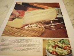 ANCIENNE PUBLICITE MOELLEUX ET FONDANT FROMAGE BONBEL 1964 - Afiches