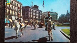 CPSM CHEVAL CHEVAUX MADRID PORTE DU SOLEIL DEFILE DE CAVALIERS EN COSTUME 1964 - Chevaux