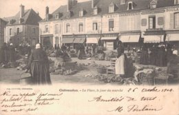 28 CHATEAUDUN La Place Le Jour Du Marché - Chateaudun