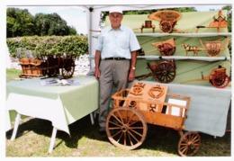 C. MICHOU, Modéliste, Reproduit Du Matériel Agricole En Bois Et Des Charrettes à Chiens- TOUR-EN-SOLOGNE (41) - 13/08/17 - France