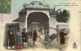 Indochina, ANNAM HUÉ, Mandarin En Palanquin Découvert (1905) Postcard - Viêt-Nam