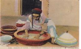 Algérie - Scènes Et Types - Femme Arabe Préparant Le Couscous - Plaatsen