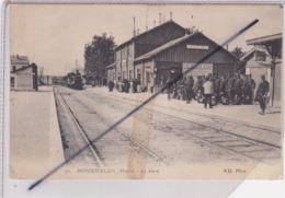 Mourmelon Le Petit (51) La Gare (Train Entrant En Gare Et Beaucoup De Militaires Sur Le Quai) - France