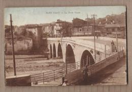CPA 30 - ALES - Alès - Le Pont Vieux - TB PLAN EDIFICE + Vue Vers Centre Ville + Affiches Publicité BIERE Bière - Alès