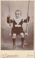 Format - C.D.V. : Enfant Sur Une Balançoire : ( Beaux Vétements ) - A. ESPERANDIEU - Nyons - Drome - - Photographs