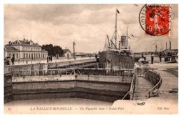 La Pallice-Rochelle - Un Paquebot Dans L'Avant Port - La Rochelle