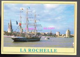 REF 424 : CPM Le 3 Mats Bateau BELEM Dans Le Port De La Rochelle - Sailing Vessels