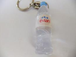 Année 60 Porte Clé Plastique   Bouteille Eau EVIAN - Porte-clefs