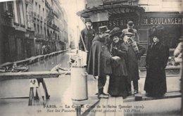 PIE.Z.19-GM-1184 : CRUE DE LA SEINE. AGENT GALANT - Inondations De 1910
