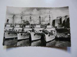 CPA 29 FINISTERE - BREST : Patrouilleurs à Quai - Brest