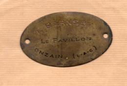 Onzain (41 Loir Et Cher)  Plaque Ovale En Cuivre L BARNSBY (PPP20424) - Autres Collections