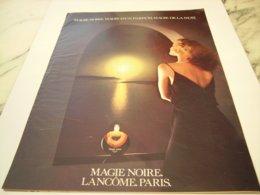 ANCIENNE   PUBLICITE PARFUM MAGIE NOIRE DE LANCOME 1976 - Affiches