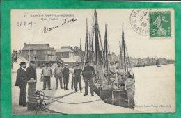 Saint-Vaast-La-Hougue (50) Quai Vauban 2scans 02-09-1909 Carte Animée (gendarme Ou Douanier ?) - Saint Vaast La Hougue