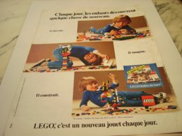 ANCIENNE AFFICHE  PUBLICITE LES ENFANTS DECOUVRE LEGO 1980 - Publicités
