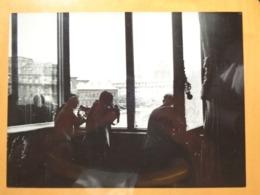 TIREURS FENETRE TOUR EIFFEL LIBERATION DE PARIS GUERRE WW2 PHOTO DE PRESSE 24 X 18 Cm PHOTO PRESSE LIBERATION - Guerre, Militaire