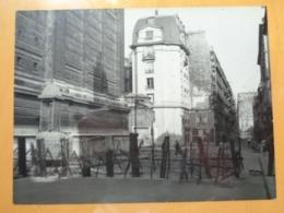 BARBELES AFFICHE LIBERATION DE PARIS GUERRE WW2 PHOTO DE PRESSE 24 X 18 Cm PHOTO PRESSE LIBERATION - Guerre, Militaire