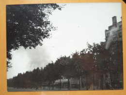 FEU FOYER SOLDAT KOMMANDANTUR  LIBERATION DE PARIS GUERRE WW2 PHOTO DE PRESSE 24 X 18 Cm PHOTO PRESSE LIBERATION - Guerre, Militaire