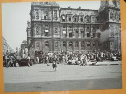 TIRS HOTEL DE VILLE CAMIONS LIBERATION DE PARIS GUERRE WW2 PHOTO DE PRESSE 24 X 18 Cm PHOTO PRESSE LIBERATION - Guerre, Militaire