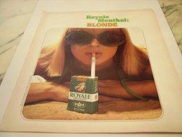 ANCIENNE PUBLICITE CIGARETTE ROYALE MENTHOL BLONDE 1975 - Tabac (objets Liés)