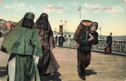 Turquie Dames Turques Femme Voilée Porteur De Tonneau Marchand D' Eau Pont Galata Cpa Carte Animée - Turquie
