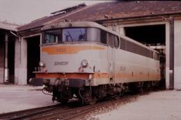 Photo Diapo Diapositive Slide Train Wagon Locomotive Electrique SNCF BB 9333 à Marseille Le 04/02/1992 VOIR ZOOM - Diapositives
