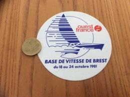 AUTOCOLLANT, Sticker «ouest France - BASE DE VITESSE DE BREST (29)1981» (presse, Bateau, Voilier) - Stickers
