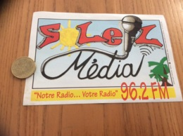 Ancien AUTOCOLLANT, Sticker «SOLEIL Média 96.2 FM» (radio) - Autocollants