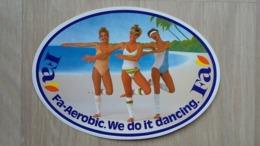 Aufkleber Mit Werbung Für Eine Pflegemittelmarke (Fa) (zurzeit Der Aerobic-Welle) - Stickers