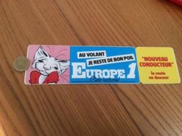 AUTOCOLLANT, Sticker «EUROPE 1 - AU VOLANT JE RESTE DE BON POIL » (radio, Chat) - Autocollants