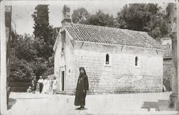 RELIGION - Orthodox Catholic Church & Priest Somewhere In Europe / Eglise Catholique Orthodoxe & Prêtre Photo PC 1920/30 - Personnes Identifiées