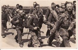 2792143Uittocht Der Edelgermanen Den Moeizamen Weg Terug. (foto Stevens Haarlem)zie Hoeken) - Guerra 1939-45
