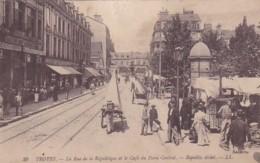 279582Troyes, La Rue De La République Et Le Café Du Point Central (1920) - Troyes