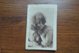 PETIT CALENDRIER DE 1926 LOUIS GONNET FRABRICANT A LYON / LES TEINTURES IDEALE POUR LE TISSUS / FEMME AVEC CHAT - Klein Formaat: 1921-40