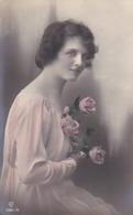 AK Frau Mit Rosen - 1919 (43491) - Frauen