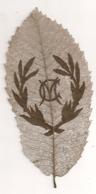 FEILLE D'ARBRE AJOUREE / ARTISANAT MILITAIRE / DENTELLE DE FEUILLE D'ARBRE / INITIALES M C E21 - 1914-18